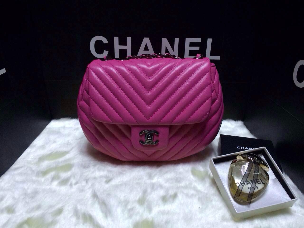 Chanel Chevron Flap Bag in Round Shape 2014 Cruise Dubai 4 - Replica Chanel Cruise Dubai 2015 Collection - Heart-shaped Flap Bag Available
