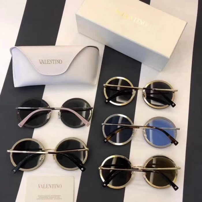 IMG 0082 700x700 - Valentino Round Shaped Metal Sunglasses With Stud-Shaped Crystals 2018