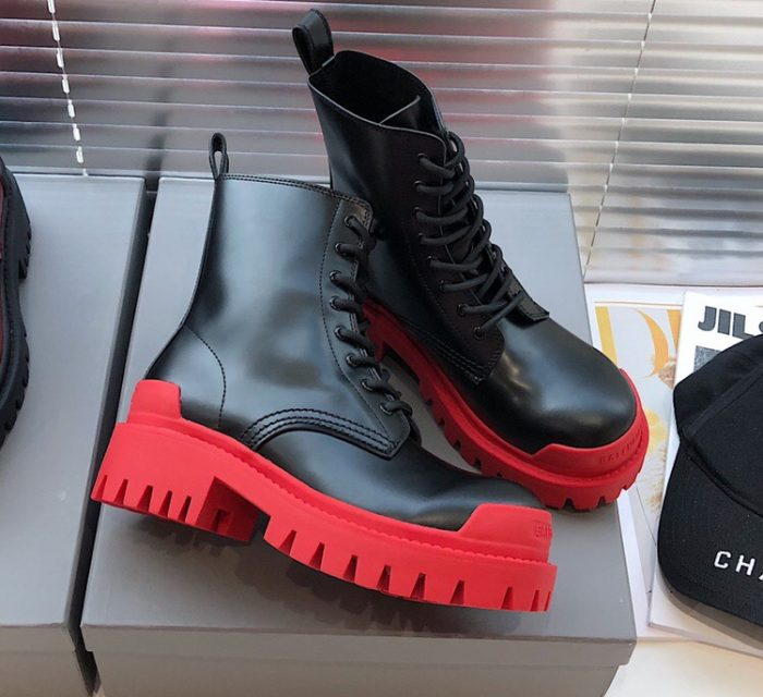 IMG 200818a 178 cr 700x640 - Balenciaga Lace-Up Boots 2020