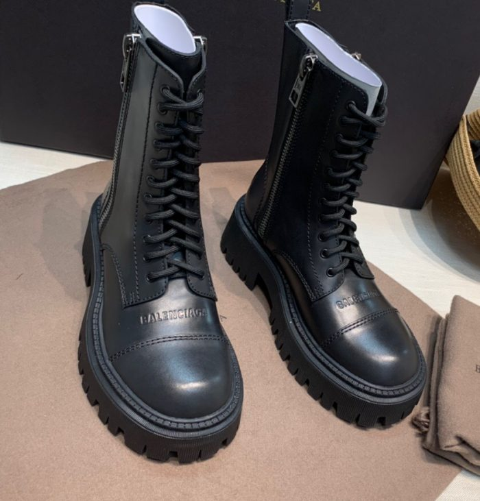 IMG 200818a 335 cr 700x731 - Balenciaga Lace-Up Boots 2020
