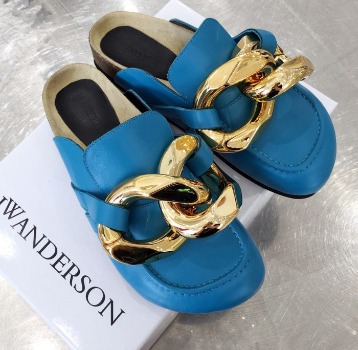 IMG 200902h 48 cr 700x684 - JW Anderson Chain Loafer Mules