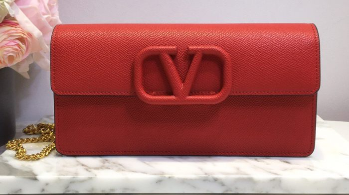 IMG 201014v 219 cr 700x392 - Valentino VSLING Grainy Calfskin Wallet with Chain Strap 2020