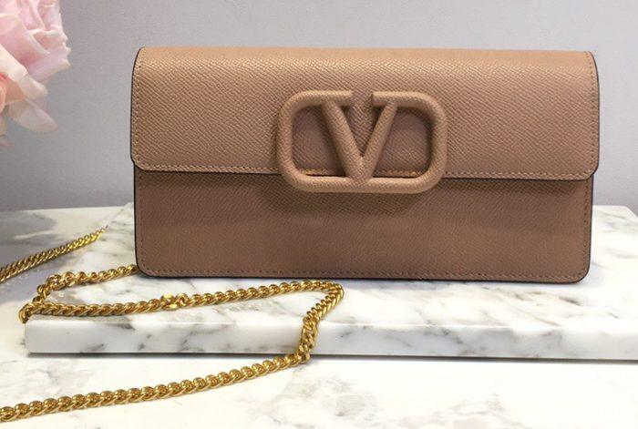 IMG 201014v 228 cr 700x471 - Valentino VSLING Grainy Calfskin Wallet with Chain Strap 2020