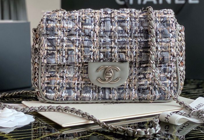 IMG 201015b1 2 cr 700x480 - Chanel Chain and Pearls Flap Mini Bag AS1740 2020