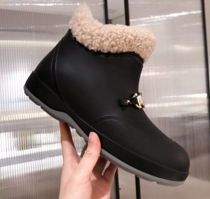 IMG 201124a 186 cr 300x284 - Gucci Wool Ankle Boots with Horsebit 2020