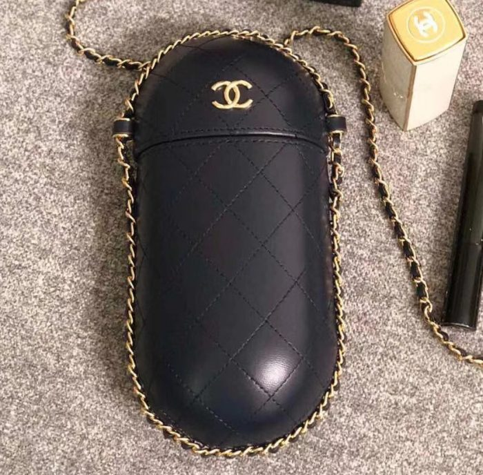 IMG 3078 cr 700x688 - Chanel Lambskin Clutch with Chain Bag A71403 2018
