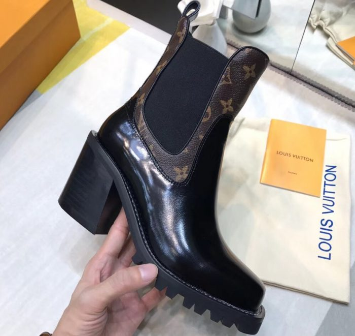 IMG 5127 cr 700x661 - Louis Vuitton Limitless Ankle Boots 2018