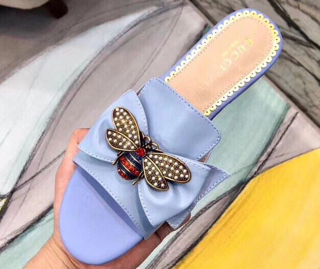 IMG 5917 cr 1 - Gucci Leather Bow With Metal Bee Slides 524639 2018