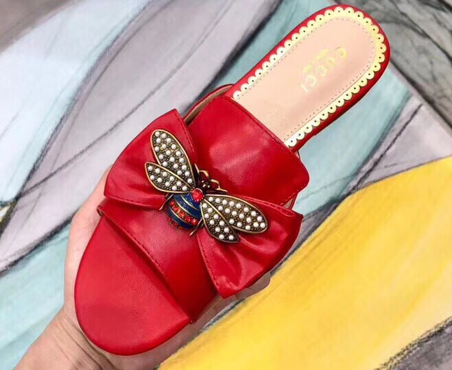 IMG 5924 cr 1 - Gucci Leather Bow With Metal Bee Slides 524639 2018