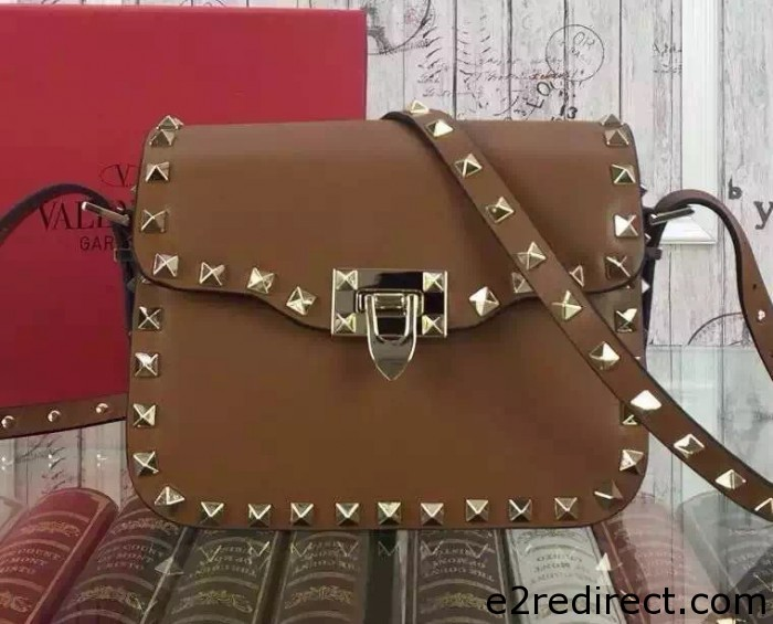 IMG 8058 cr 700x565 - Valentino Rockstud Round Flap Shoulder Small Bag 2015/2016