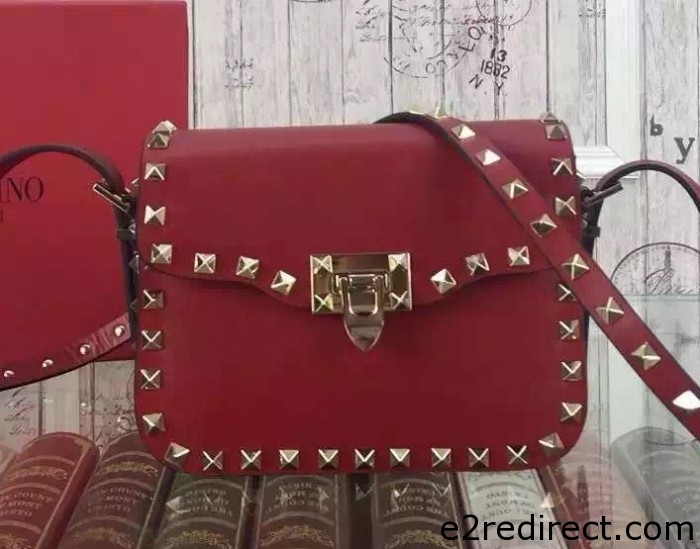 IMG 8067 cr 700x549 - Valentino Rockstud Round Flap Shoulder Small Bag 2015/2016