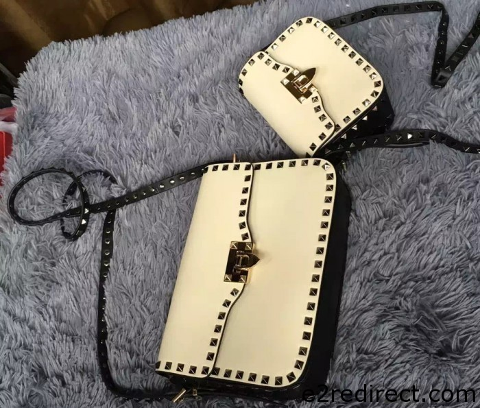 IMG 8176 cr 700x595 - Valentino Rockstud Round Flap Shoulder Small Bag 2015/2016