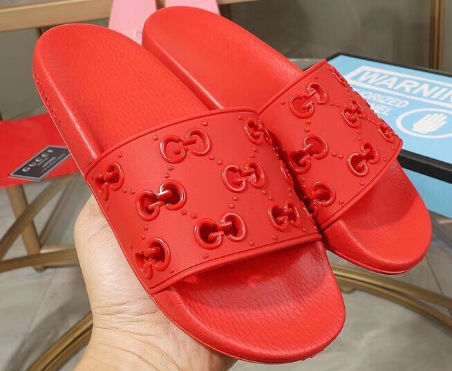 IMG 90527 114 cr - Gucci Rubber GG Slide Sandals 2019