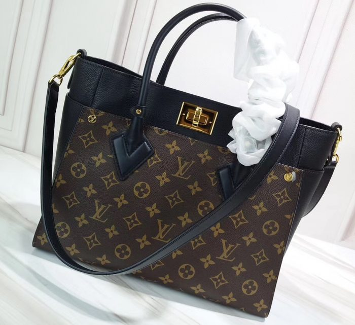 IMG 90620a 68 cr 700x641 - Louis Vuitton On My Side Tote Bag 2019