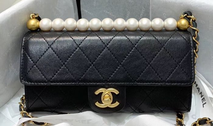 IMG 91224cc 293 cr 700x414 - Chanel Pearl Leather Clutch with Chain Bag AP1001 2020