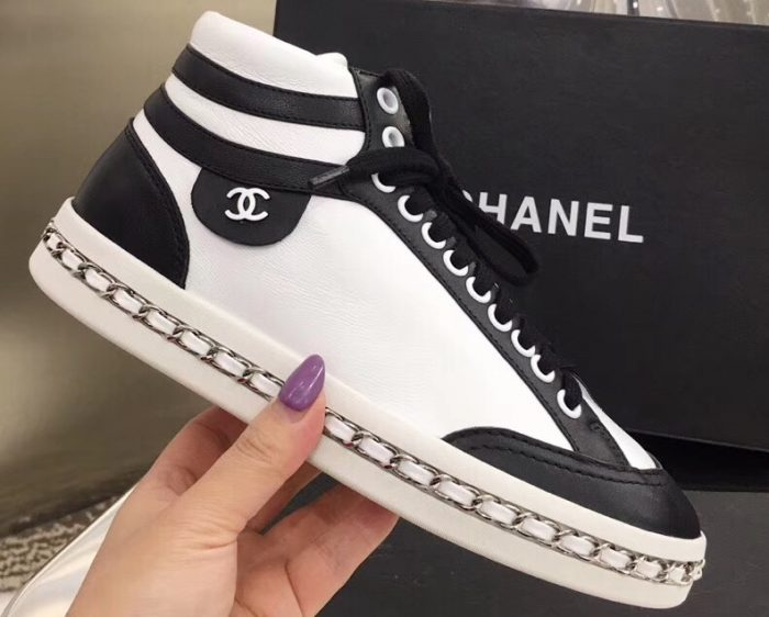 IMG 91228a 182 cr 700x562 - Chanel Chain Around Sneakers G35600 2020