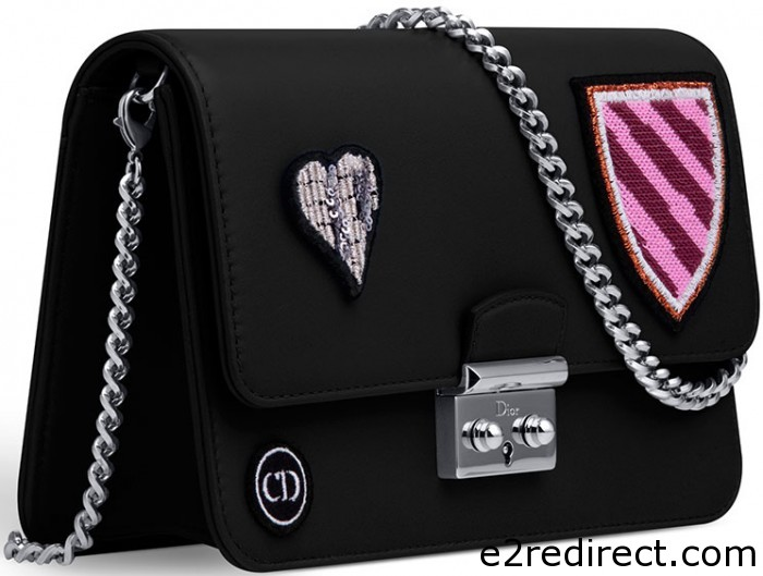 Miss Dior Large Heart Badges Promenade Pouch 2 700x529 - Miss Dior Large Heart Badges Promenade Pouch